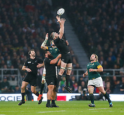 New Zealand Lock Brodie Retallick takes a high ball - Mandatory byline: Rogan Thomson/JMP - 07966 386802 - 24/10/2015 - RUGBY UNION - Twickenham Stadium - London, England - South Africa v Wales - Rugby World Cup 2015 Semi Finals.