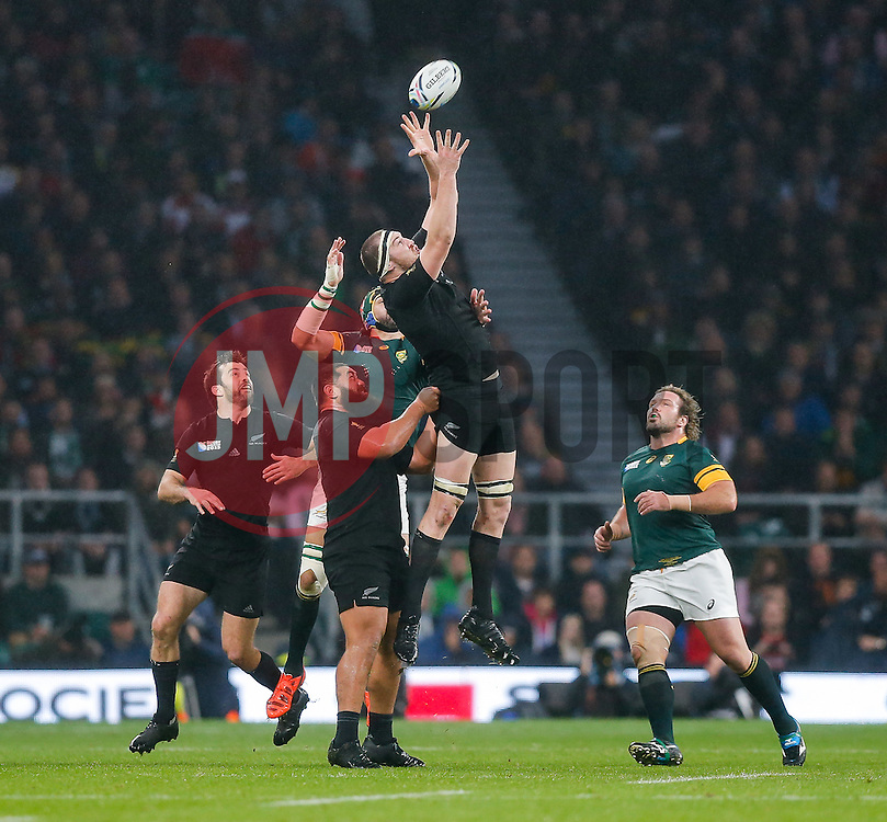 New Zealand Lock Brodie Retallick takes a high ball - Mandatory byline: Rogan Thomson/JMP - 07966 386802 - 24/10/2015 - RUGBY UNION - Twickenham Stadium - London, England - South Africa v Wales - Rugby World Cup 2015 Semi Finals.