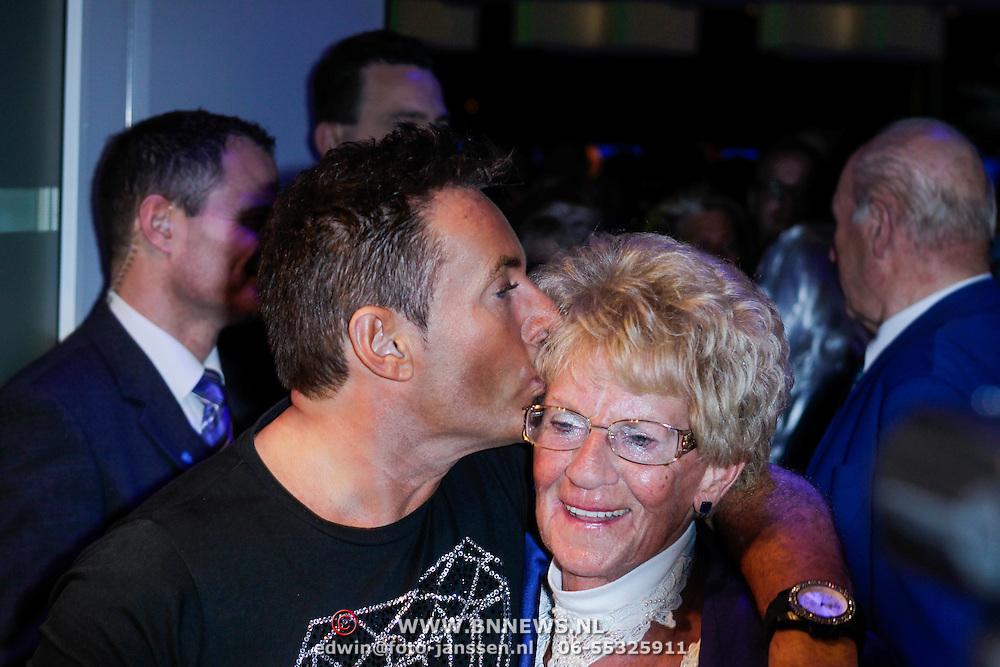 NLD/Amsterdam/20120519 - Toppers in Concert 2012, Gerard Joling en zijn moeder Janny