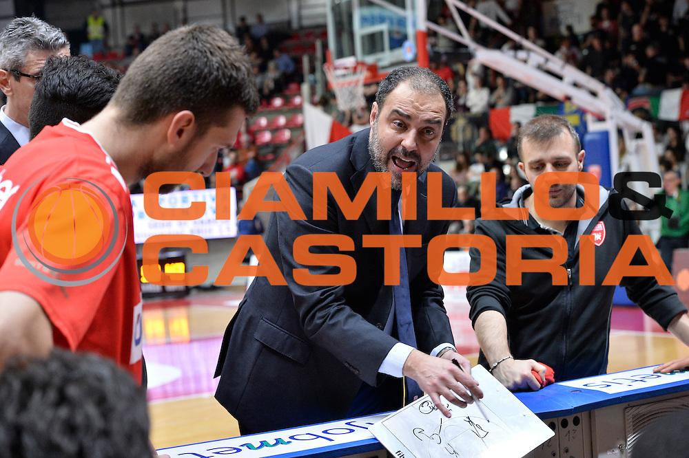DESCRIZIONE : Varese Lega A 2015-16 <br /> GIOCATORE : Allenatore Coach <br /> CATEGORIA : Allenatore Coach Mani  Ritratto Esultanza<br /> SQUADRA : Openjobmetis Varese<br /> EVENTO : Campionato Lega A 2015-2016<br /> GARA : Openjobmetis Varese Giorgio Tesi Group Pistoia<br /> DATA : 03/04/2016<br /> SPORT : Pallacanestro<br /> AUTORE : Agenzia Ciamillo-Castoria/M.Ozbot<br /> Galleria : Lega Basket A 2015-2016 <br /> Fotonotizia: Varese Lega A 2015-16