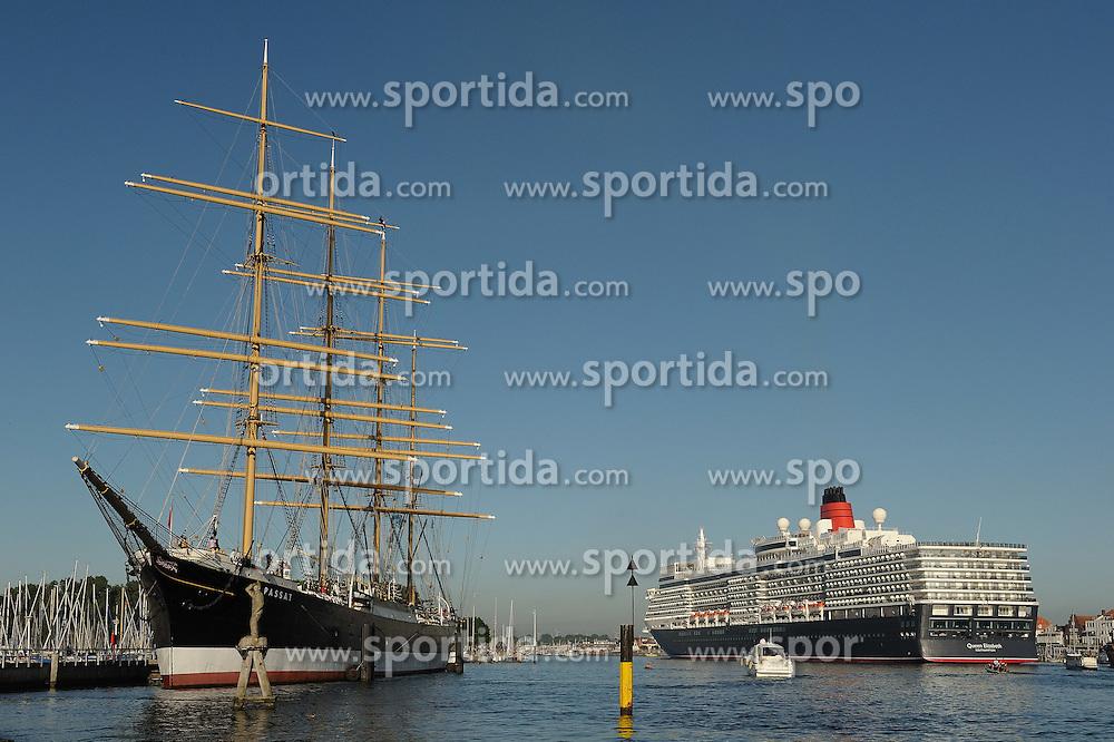 """04.06.2011, Travemünde / Travemuende, GER, Kreuzfahrtschiff """"Queen Elizabeth"""", im Bild Links die Viermastbark Passat, rechts die """"Queen Elizabeth"""". Die """"Queen Elizabeth"""" ist das längste Kreuzfahrtschiff, das jemals den Lübecker Hafen angelaufen hat. Das Schiff ist 294m lang, 32m breit und 90900 BRZ groß. Es bietet 2068 Passagieren in 1034 Kabinen Platz und erreicht eine Geschwindigkeit von 23,7 Knoten.   EXPA Pictures © 2011, PhotoCredit: EXPA/ nph/  Frisch       ****** out of GER / SWE / CRO  / BEL ******"""