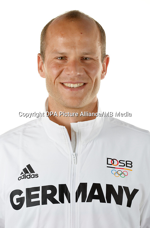 Max Hoff poses at a photocall during the preparations for the Olympic Games in Rio at the Emmich Cambrai Barracks in Hanover, Germany. July 04, 2016. Photo credit: Frank May/ picture alliance. | usage worldwide