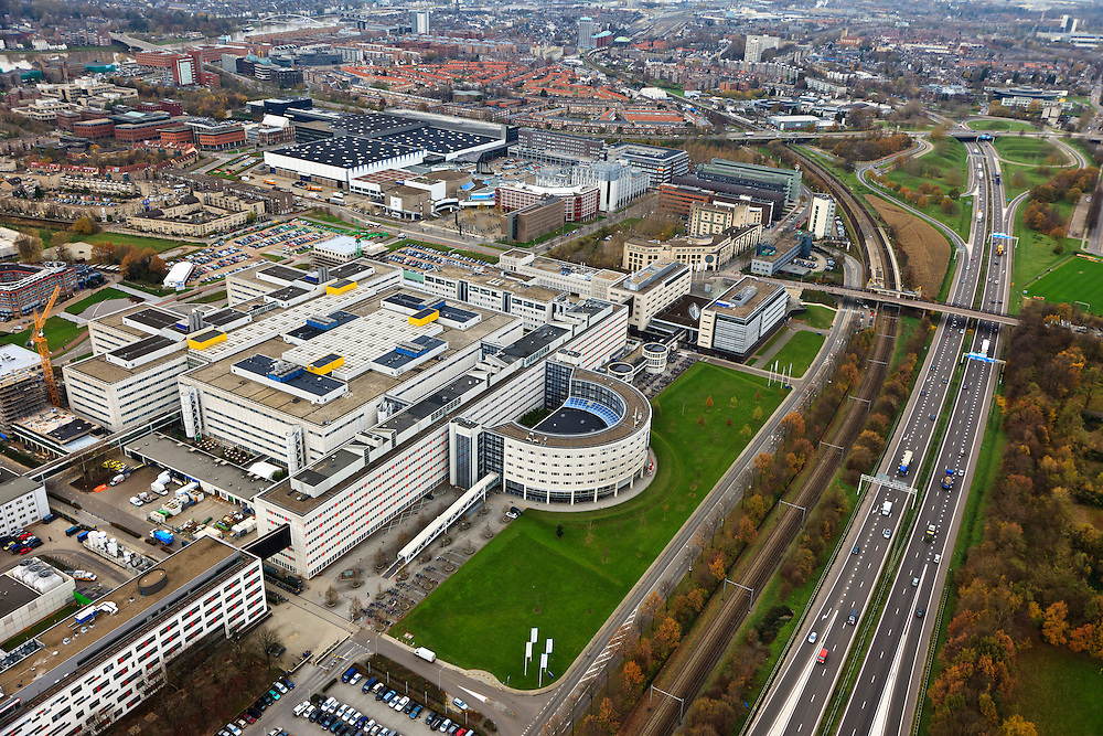 Nederland, Limburg, Maastricht, 15-11-2010;.Het terrein van het Academisch Ziekenhuis. Rijksweg A2 rechts op de foto. The site of the Academic Hospital Maastricht, roadway A2 on the right..luchtfoto (toeslag), aerial photo (additional fee required).foto/photo Siebe Swart