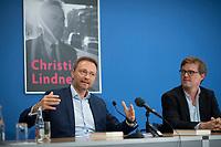DEU, Deutschland, Germany, Berlin, 19.10.2017: FDP-Parteichef Christian Lindner mit Verleger Tom Kraushaar bei der Vorstellung seines Buchs Schattenjahre. Die Rückkehr des politischen Liberalismus.