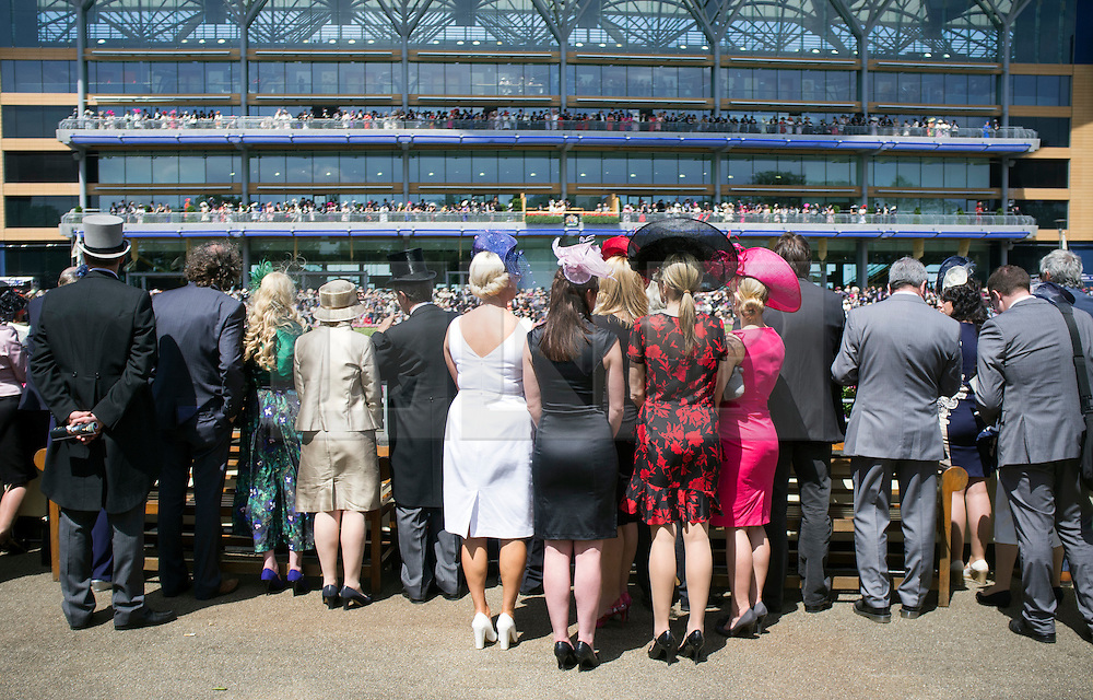 © Licensed to London News Pictures. 17/06/2014. Ascot, UK. People watch the Queen arrive. Day one at Royal Ascot 17th June 2014. Royal Ascot has established itself as a national institution and the centrepiece of the British social calendar as well as being a stage for the best racehorses in the world. Photo credit : Stephen Simpson/LNP