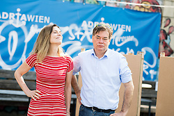 17.04.2019, Donaukanal, Wien, AUT, Die Grünen, Plakatpräsentation zur EU-Wahl. im Bild EU-Wahl Kandidatin Sarah Wiener und EU-Wahl-Spitzenkandidat und Grünen-Chef Werner Kogler // Candidate Sarah Wiener and Topcandidate of the Greens for EU-elections Werner Kogler during placard presentation of the Green party for European Elections in Vienna, Austria on 2019/04/17. EXPA Pictures © 2019, PhotoCredit: EXPA/ Michael Gruber