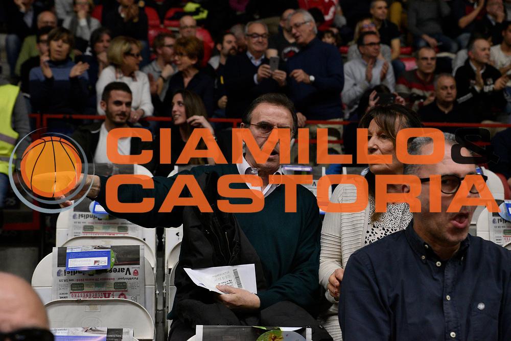 DESCRIZIONE : Varese Lega A 2015-16 <br /> GIOCATORE : Recalcati<br /> CATEGORIA : Mani Pre Game<br /> SQUADRA : Openjobmetis Varese<br /> EVENTO : Campionato Lega A 2015-2016<br /> GARA : Openjobmetis Varese - Enel Brindisi<br /> DATA : 20/02/2016<br /> SPORT : Pallacanestro<br /> AUTORE : Agenzia Ciamillo-Castoria/M.Ozbot<br /> Galleria : Lega Basket A 2015-2016 <br /> Fotonotizia: Varese Lega A 2015-16