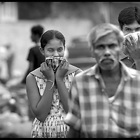 Galle District, Sri Lanka 31 December 2004 <br /> People cover their noses to avoid the smell of dead bodies.<br /> Photo: Ezequiel Scagnetti