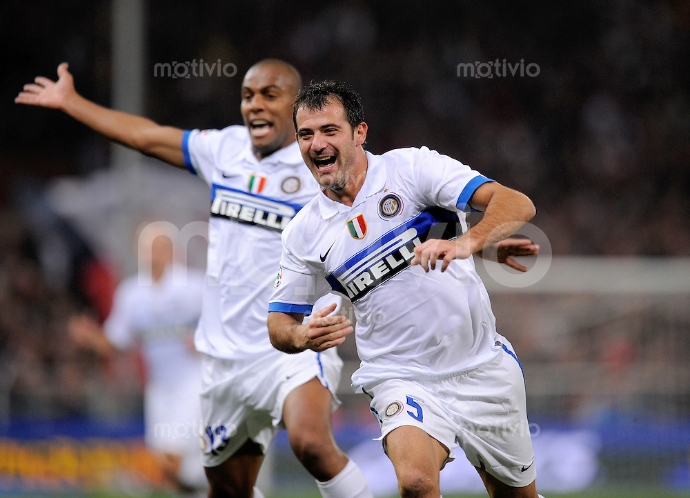 FUSSBALL INTERNATIONAL   SERIE A   SAISON 2009/2010    FC Genua 1893 - Inter Mailand               17.10.2009 Dejan Stankovic (Inter Mailand) dahinter Maicon