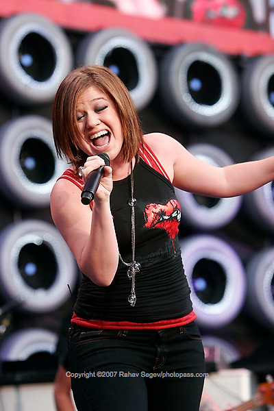 Kelly Clarkson performing at Giant's Stadium during Live Earth on July 7,  2007. .
