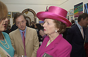 Geordie Greig and Margaret thatcher. The Queen's celebration of the Arts. Royal Academy. 16 May 2002. © Copyright Photograph by Dafydd Jones 66 Stockwell Park Rd. London SW9 0DA Tel 020 7733 0108 www.dafjones.com