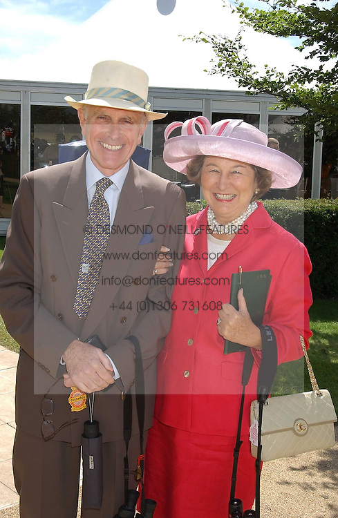 The HON.SIR DAVID & LADY SIEFF at the 4th day of the 2005 Glorious Goodwood horseracing festival at Goodwood Racecourse, West Sussex on 29th July 2005.    <br /><br />NON EXCLUSIVE - WORLD RIGHTS