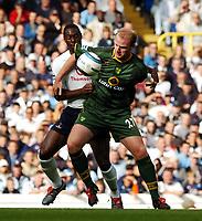 Fotball<br /> Premier League 2004/05<br /> Tottenham v Norwich<br /> White Hart Lane<br /> 12. september 2004<br /> Foto: Digitalsport<br /> NORWAY ONLY<br /> Gary Doherty<br />Norwich City<br /> <br />Ledley King Tottenham Hotspur