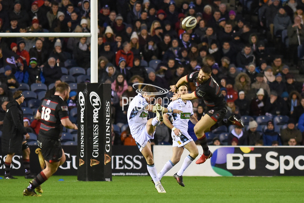 Cornell du Preez attempts to charge down Peter Horne's kick during the Guinness Pro 14 2017_18 match between Edinburgh Rugby and Glasgow Warriors at Murrayfield, Edinburgh, Scotland on 23 December 2017. Photo by Kevin Murray.