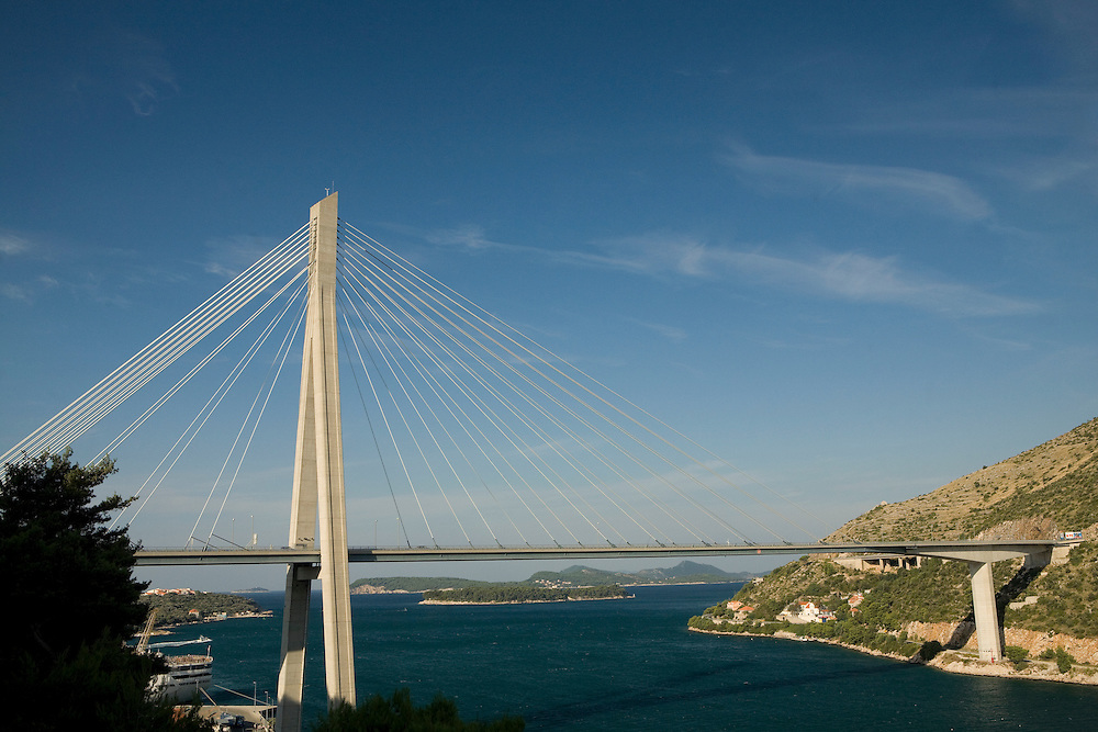 Europe, Croatia, Dalmatia, Dubrovnik.  Franjo Tudman Bridge, elegant suspension bridge spanning the mouth of the Rijeka Dubrovacka inlet in suburb of Gruz, opened in 2002.