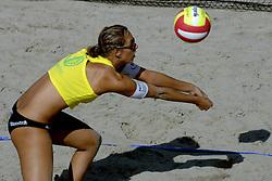 19-08-2006 VOLLEYBAL: NK BEACHVOLLEYBAL: SCHEVENINGEN<br /> Merel Mooren<br /> ©2006-WWW.FOTOHOOGENDOORN.NL