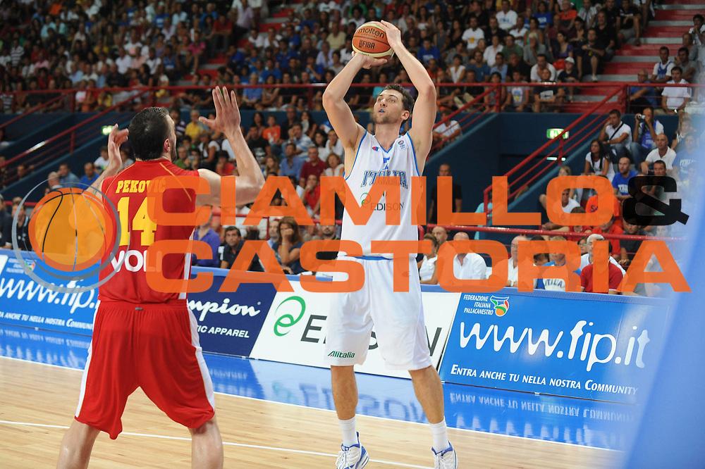 DESCRIZIONE : Bari Qualificazioni Europei 2011 Italia Montenegro<br /> GIOCATORE : Andrea Bargnani<br /> SQUADRA : Nazionale Italia Uomini <br /> EVENTO : Qualificazioni Europei 2011<br /> GARA : Italia Montenegro<br /> DATA : 26/08/2010 <br /> CATEGORIA : tiro<br /> SPORT : Pallacanestro <br /> AUTORE : Agenzia Ciamillo-Castoria/GiulioCiamillo<br /> Galleria : Fip Nazionali 2010 <br /> Fotonotizia : Bari Qualificazioni Europei 2011 Italia Montenegro<br /> Predefinita :