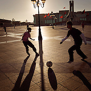 TUNISIA, Tunis : Young tunisians play football in the Kasbah Square.Copyright Christian Minelli