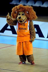 13-09-2008 BASKETBAL: NEDERLAND - IJSLAND: ALMERE<br /> De Nederlandse basketballers hebben hun tweede zege geboekt voor het ek van 2009 in de B-divisie. Oranje versloeg IJsland in almere met 84-68 / Mascotte Leeuw<br /> ©2008-WWW.FOTOHOOGENDOORN.NL