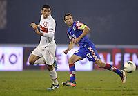 Fussball International, Nationalmannschaft   EURO 2012 Play Off, Qualifikation, Kroatien - Tuerkei       15.11.2011 Ismail Koeybasi (li, Tuerkei) gegen Darijo Srna (Kroatien)
