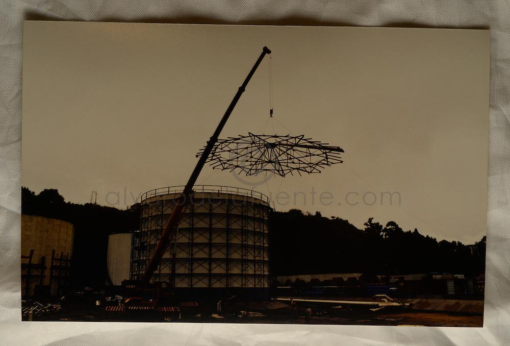 Desmantelacion de la estructura del techo del estanque. Planta Las Salinas. Copec, 80 años. Viña del Mar, Chile. 29-04-15 (©Alvaro de la Fuente/Triple.cl)