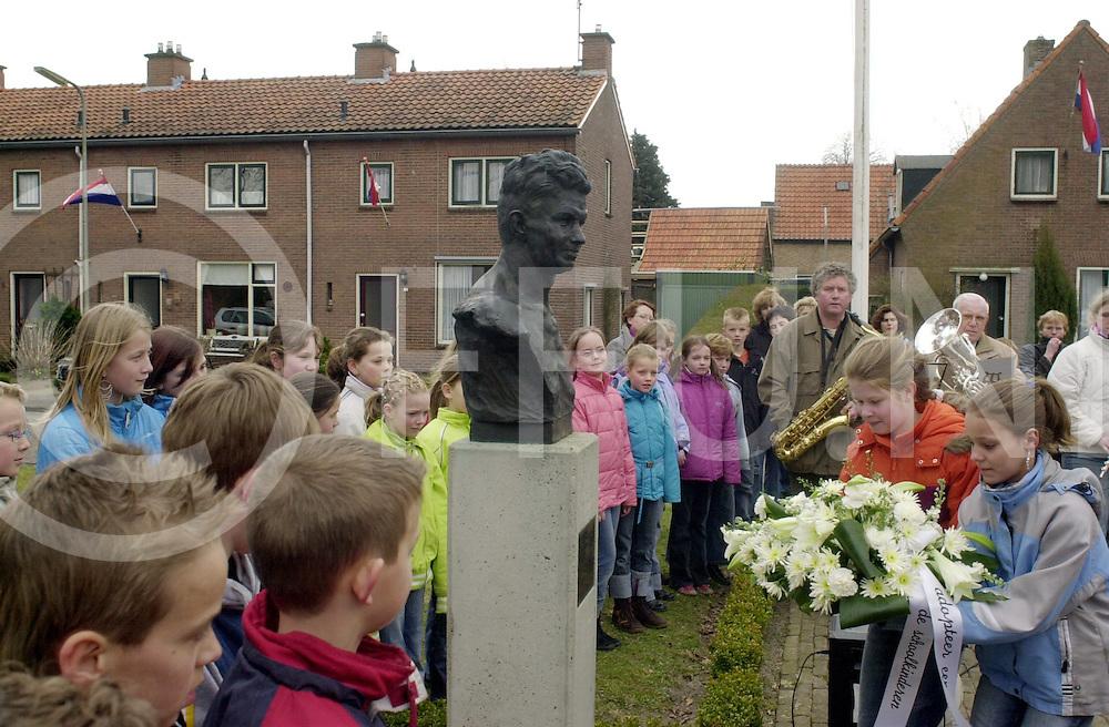 060411, hardenberg, ned,<br /> Jaarlijkse herdenking Frits De Zwerver monument,<br /> fotografie frank uijlenbroek&copy;2006 michiel van de velde