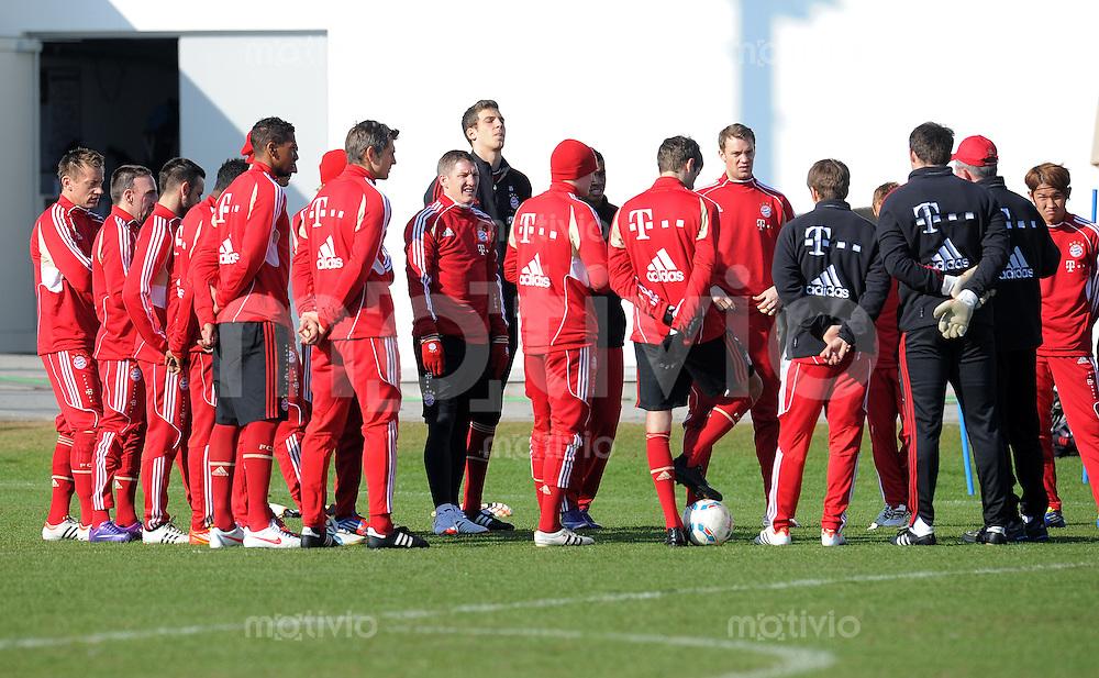 Fussball 1. Bundesliga:  Saison   2011/2012    Training beim FCB 07.03.2012 Bastian Schweinsteiger im TEAM mit Torwart Manuel Neuer (FC Bayern Muenchen)