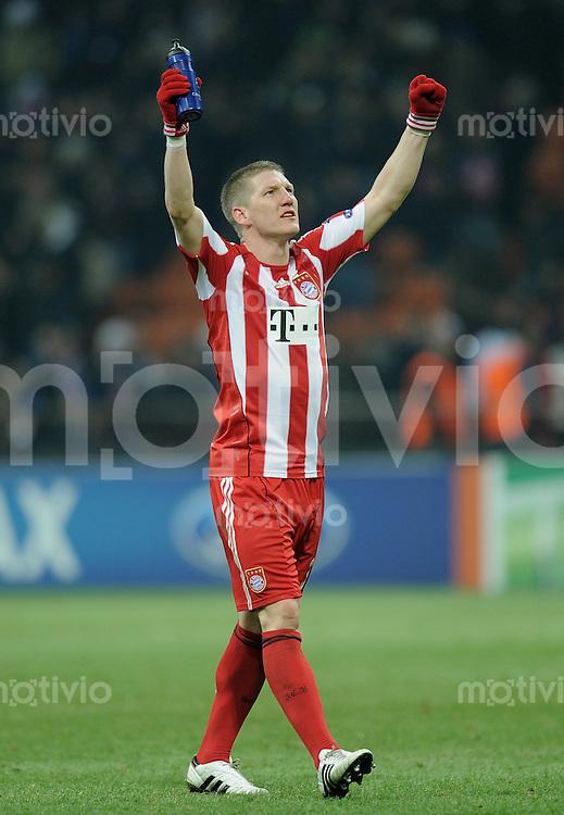 FUSSBALL   CHAMPIONS LEAGUE   SAISON 2010/2011   Achtelfinale  23.02.2011 Inter Mailand - FC Bayern Muenchen JUBEL; Bastian Schweinsteiger (FC Bayern Muenchen) nach Spielende