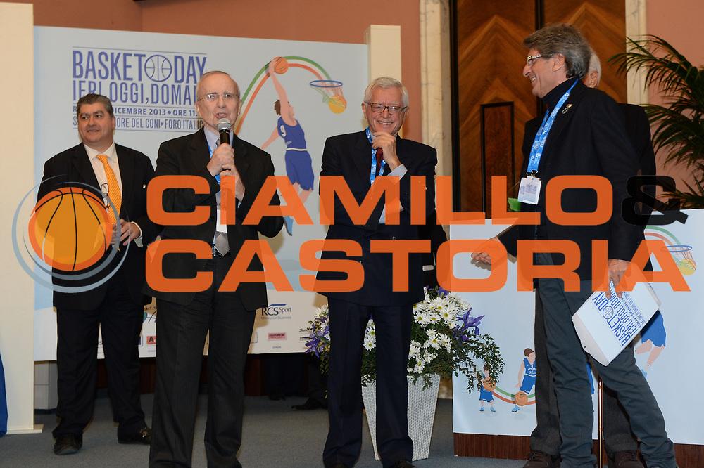 DESCRIZIONE : Roma Basket Day Hall of Fame 2013<br /> GIOCATORE : Dan Peterson Valerio Bianchini<br /> SQUADRA : FIP Federazione Italiana Pallacanestro <br /> EVENTO : Basket Day Hall of Fame 2013<br /> GARA : Roma Basket Day Hall of Fame 2013<br /> DATA : 09/12/2013<br /> CATEGORIA : Premiazione<br /> SPORT : Pallacanestro <br /> AUTORE : Agenzia Ciamillo-Castoria/GiulioCiamillo