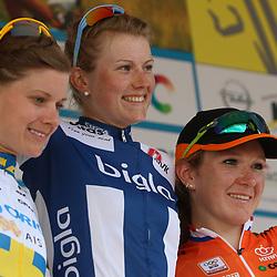 20-07-2015: Wielrennen: Thueringen Rundfahrt: Zeulenrodaer Meer  <br /> De vrouwen kregen in de etppe drie keer de Dortendorferberg voorgeschoteld.<br /> Podium etappe met winnares Lotta Lapisto (Finland), Emma Johanson (Zweden) en Amy Pieters (Hoofddorp)