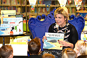Prinses Laurentien leest voor aan kinderen van groep 1 en 2, uit het kinderboek De kleine walvis, tijdens het Nationale Voorleesontbijt in de nieuwe bibliotheek in Almere-Stad<br /> <br /> Princess Laurentien reads to children of group 1 and 2, from the children's book The Little Whale, during National Reading Breakfast at the new library in Almere-Stad<br /> <br /> Op de foto / On the photo:  Prinses Laurentien leest voor uit het kinderboek De kleine walvis  /////  Princess Laurentien reads the children's book The Little whale