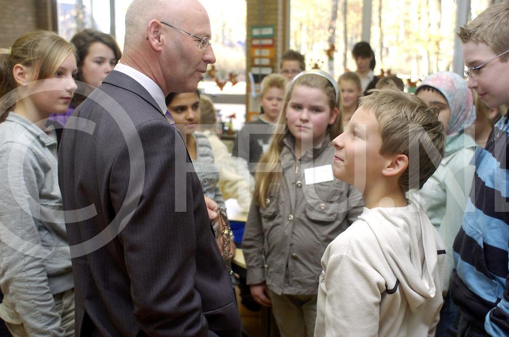 RIJSSEN..Burgemeester Bert Koelewijn geeft gastles over respect...Editie: NY..fotografie frank uijlenbroek©2007frank uijlenbroek..TT20071115..