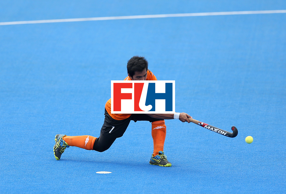 LONDON, ENGLAND - JUNE 24: Fitri Saari of Malaysia scores their teams first goal from the penalty spot during the semi-final match between Argentina and Malaysia on day eight of the Hero Hockey World League Semi-Final at Lee Valley Hockey and Tennis Centre on June 24, 2017 in London, England. (Photo by Steve Bardens/Getty Images)