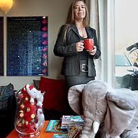 Nederland, Amsterdam , 22 november 2011.. Linda Bijl, directrice en oprichter van de Opvoedpoli in de ontvangstruimte van de Opvoedpoli op Nassaukade 162 in Amsterdam..Foto:Jean-Pierre Jans
