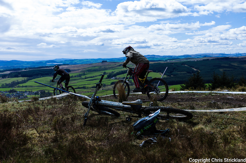 Ae Forest, Dumfries, Scotland, UK. 25th April 2015. Downhill Mountain Bikers leave the start of the 7Stanes course at Ae during the Scottish Downhill Association racing.