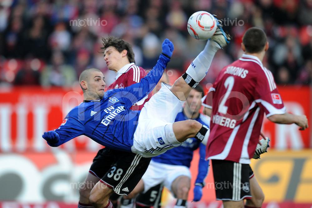 Fussball 1. Bundesliga :  20. Spieltag    Saison   2010/2011      1 FC Nuernberg - Hamburger SV  29.01.2011 Mladen Petric (li, Hamburger SV) gegen Philipp Wollscheid (re, 1 FC Nuernberg)
