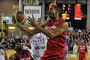 DESCRIZIONE : Casale monferrato Lega A 2010-11 Novipiu Casale Monferrato Angelico Biella<br /> GIOCATORE : Oluoma Nnamaka<br /> SQUADRA :  Novipiu Casale Monferrato<br /> EVENTO : Campionato Lega A 2011-2012 <br /> GARA : Novipiu Casale Monferrato Angelico Biella<br /> DATA : 30/12/2011<br /> CATEGORIA : Penetrazione Tiro<br /> SPORT : Pallacanestro <br /> AUTORE : Agenzia Ciamillo-Castoria/ L.Goria<br /> Galleria : Lega Basket A 2011-2012  <br /> Fotonotizia : Biella Lega A 2011-12 Novipiu Casale Monferrato Angelico Biella<br /> Predefinita :