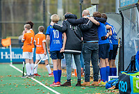BLOEMENDAAL - spanning bij de bank van Breda bij een strafbal   tijdens de competitiewedstrijd hockey jongens B , Bloemendaal JB1-Breda JB1 (3-2)  ,  COPYRIGHT KOEN SUYK
