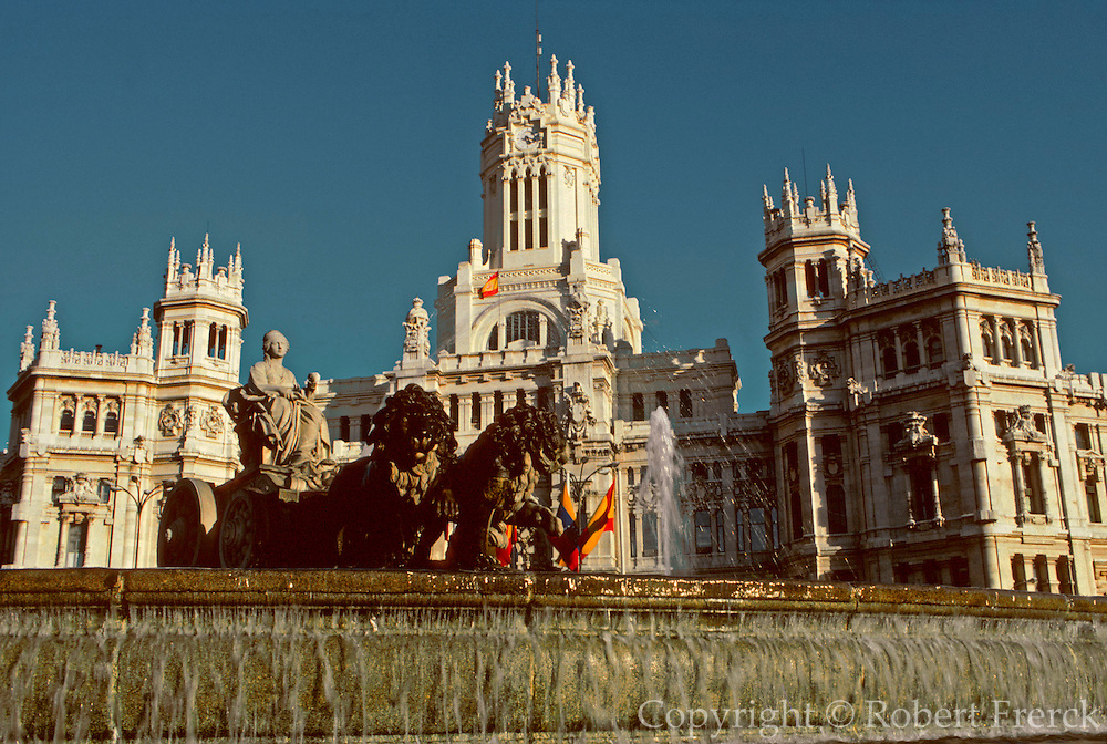 SPAIN, MADRID, MONUMENTS Plaza Cibeles and Main Post Office