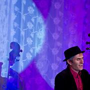Paul Zauner je výkvet rakúskej jazzovej scény. Tento rakúsky skladateľ, aranžér, trombonista, vydavateľ, majiteľ a dramaturg vlastného festivalu INNtöne Jazzfestival am Bauernhof v Diersbachu a promotér so svojou kapelou hrá jazzové štandardy, ktoré jemne prepracovávajú do avantgardných a groovových sfér. Paul Zauner s kapelou predvádza spirituálny jazz, aký v našich končinách nepočuť! Duch gospelu, soulu a jazzu je silný, emočný zážitok ešte väčší!