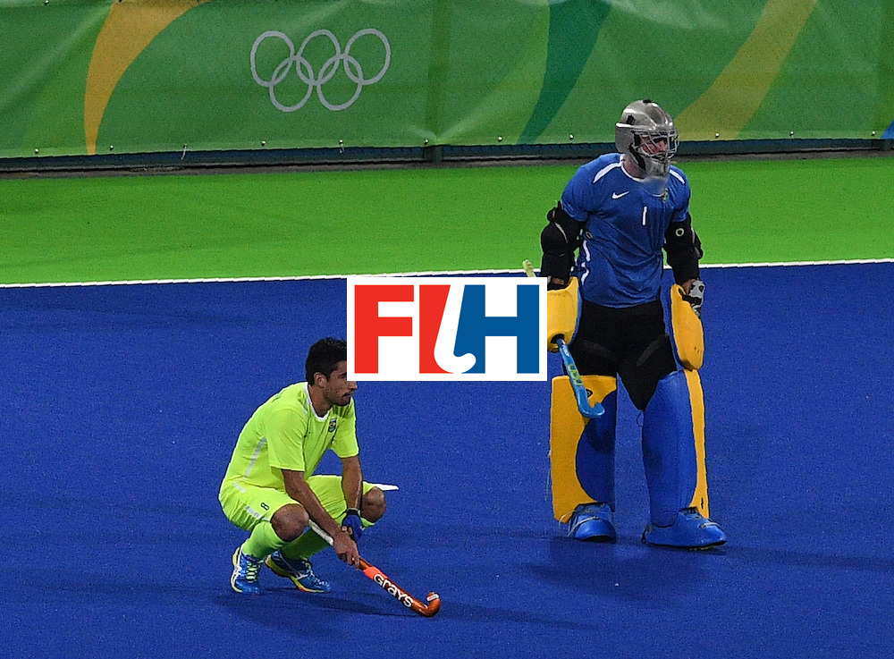 Brazil's Yuri van der Heijden (L) and Bruno Bitencourt look on after loosing the men's field hockey Brazil vs Britain match of the Rio 2016 Olympics Games at the Olympic Hockey Centre in Rio de Janeiro on August, 9 2016. / AFP / MANAN VATSYAYANA        (Photo credit should read MANAN VATSYAYANA/AFP/Getty Images)