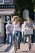 Fietsers bij het Ledig Erf in Utrecht.<br /> <br /> Cyclists near Ledig Erf in Utrecht.