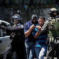 מסתערבים עוצרים חשודבזריקת אבנים במזרח ירושלים<br /> חדשות<br /> צילום אוליבייה פיטוסי