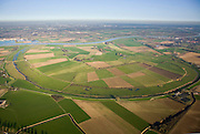 Nederland, Noord-Brabant, Keent, 11-02-2008; Maas met Keentsche Uiterwaard; na de watersnood in het rivierengebied in 1926 (met overstroming van het Land van Maas en Waal) is de Maas 'gesaneerd': om de rivier een grotere doorstroomsnelheid te geven is de rivierarm afgesneden; de sporen van de vroegere meander zijn nog zichtbaar in het landschap; .kanalisatie, waterbeheer, binnenvaart,..luchtfoto (toeslag); aerial photo (additional fee required); .foto Siebe Swart / photo Siebe Swart.
