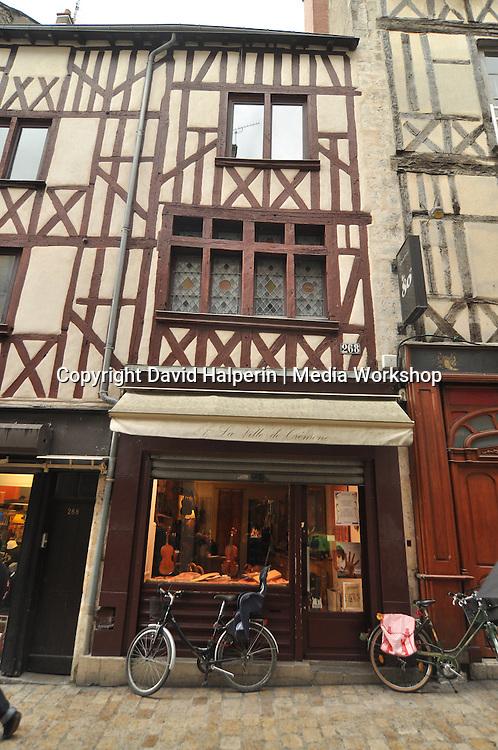 Violin shop, Orléans