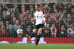01.04.2014, Old Trafford, Manchester, ENG, UEFA CL, Manchester United vs FC Bayern Muenchen, Viertelfinale, Hinspiel, im Bild Manuel Neuer #1 (FC Bayern Muenchen) beim Abschlag // during the UEFA Champions League Round of 8, 1nd Leg match between Manchester United and FC Bayern Muenchen at the Old Trafford in Manchester, Great Britain on 2014/04/02. EXPA Pictures © 2014, PhotoCredit: EXPA/ Eibner-Pressefoto/ Kolbert<br /> <br /> *****ATTENTION - OUT of GER*****