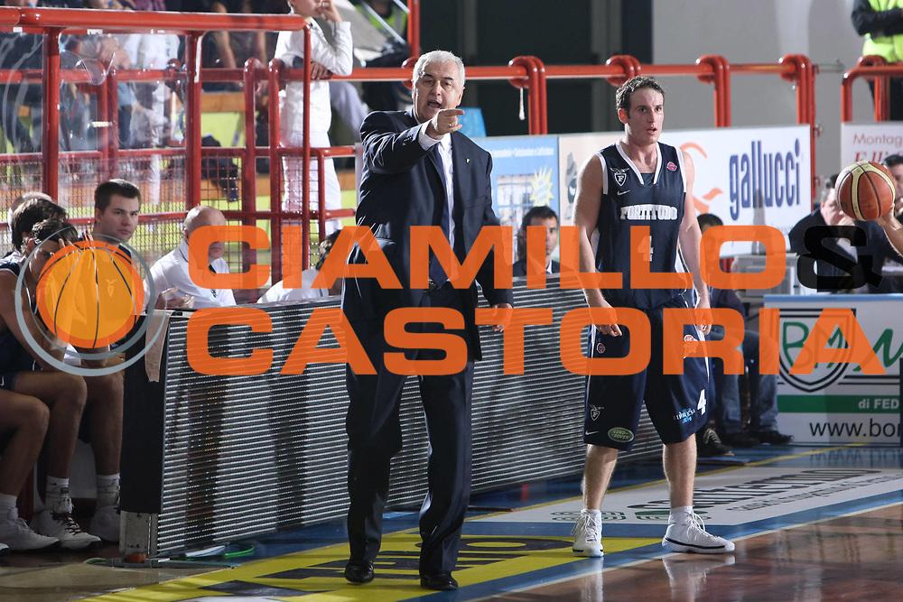 DESCRIZIONE : Porto San Giorgio Lega A1 2008-09 Premiata Montegranaro Fortitudo Bologna<br /> GIOCATORE : Dragan Sakota<br /> SQUADRA : Fortitudo Bologna<br /> EVENTO : Campionato Lega A1 2008-2009 <br /> GARA : Premiata Montegranaro Fortitudo Bologna<br /> DATA : 26/10/2008 <br /> CATEGORIA : Coach<br /> SPORT : Pallacanestro <br /> AUTORE : Agenzia Ciamillo-Castoria/C.De Massis