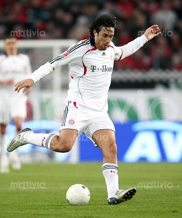 FUSSBALL     1. BUNDESLIGA     SAISON 2007/2008   20. SPIELTAG Hannover 96 - FC Bayern Muenchen         17.02.2008 Luca TONI (FC Bayern Muenchen), Einzelaktion am Ball