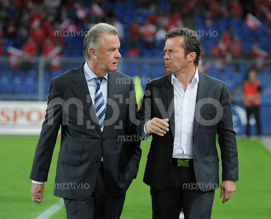 FUSSBALL INTERNATIONAL  EM 2012-Qualifikation  Gruppe G  06.09.2011 Schweiz - Bulgarien Trainer Lothar MATTHAEUS (re, Bulgarien) und Trainer Ottmar HITZFELD (Schweiz)