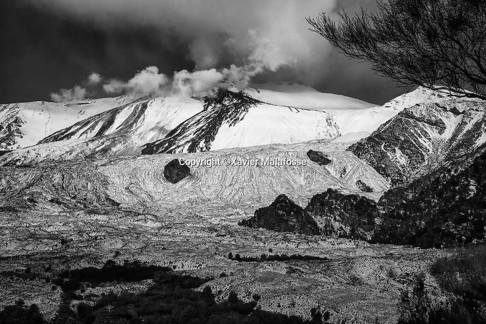 Flanc Sud Est de l'Etna vu depuis un belvedere de la Valle del Bove.